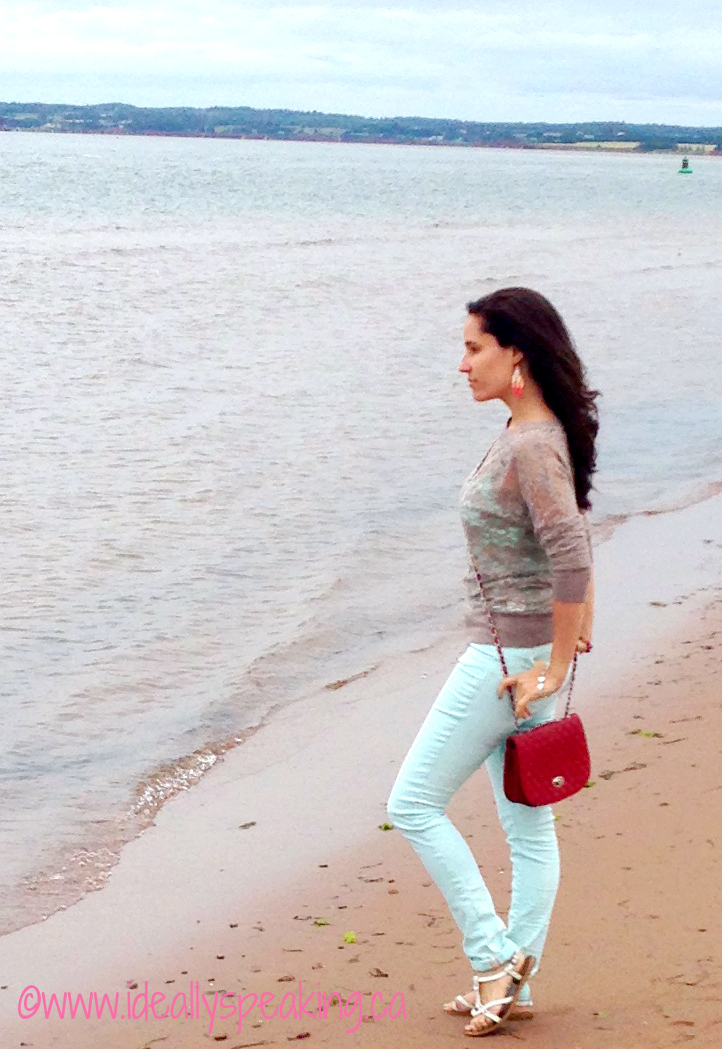 Lace sweater & coloured skinny jeans. Perfect breezy beach outfit!