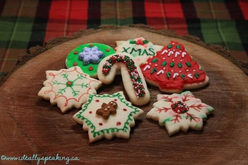 Pretty decorated christmas cookies as christmas craft idea.