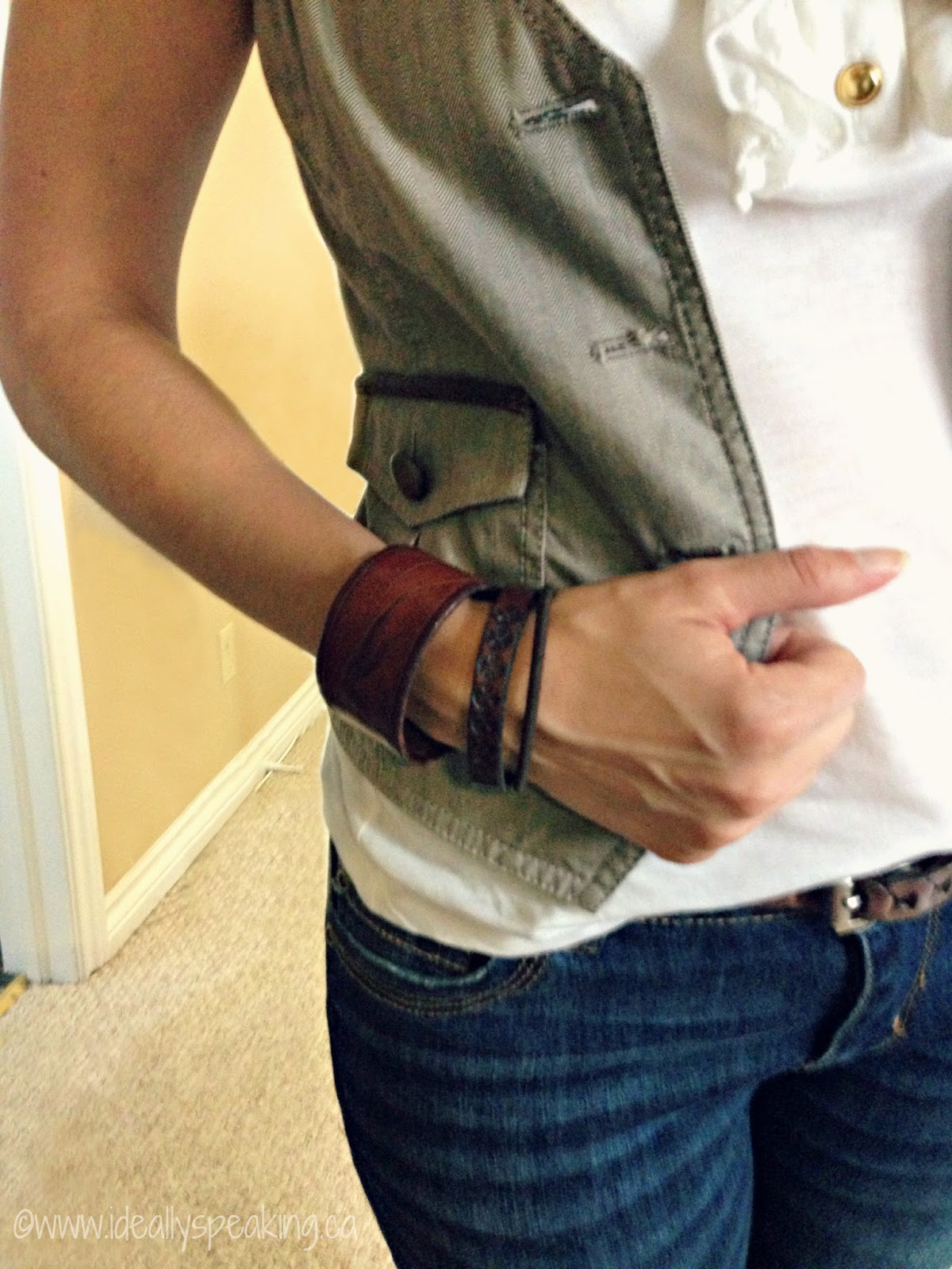 LOVE the vest & jeans look! Cute casual style for the office in summer or early fall!
